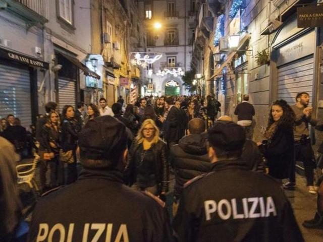 Fase 2, Napoli: assembramenti fino alle 5 del mattino nei luoghi della movida