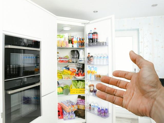 Metodo ecologico per disinfettare in profondità il tuo frigorifero (elimina batteri e cattivi odori)