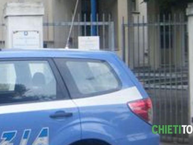 Spacciava in casa ai ragazzini, polizia scopre e arresta 48enne