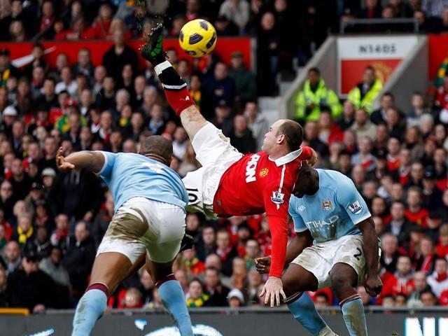 """Il Derby di Manchester e """"Crazy Wazza"""" Rooney: l'attaccante volante fra talento e vizi…"""