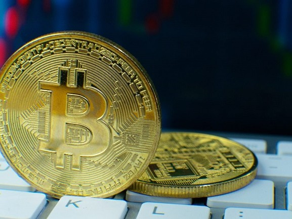 Bitcoin oltre i 53 mila euro: ecco tutti i motivi della sua inarrestabile crescita
