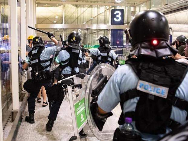 Hong Kong: polizia, ieri cinque arresti
