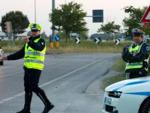 Vicenza, in motorino senza patente: più di 1000 euro di multa