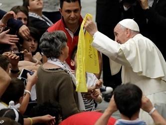 Papa ai giovani: cambiate il mondo, aprendo il cuore agli altri