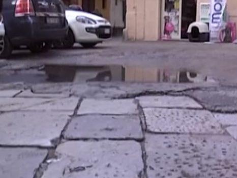 Avvallamento in via Santa Rosalia a Palermo, pericoli e disagi