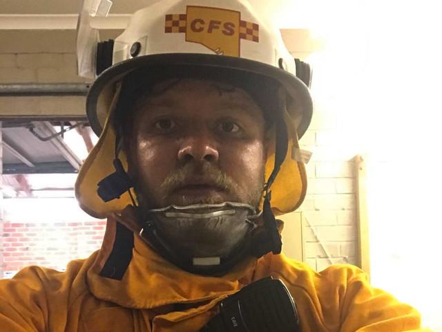 Rudy, il pompiere del Primiero trasferito in Australia: ora lotta contro gli immensi roghi
