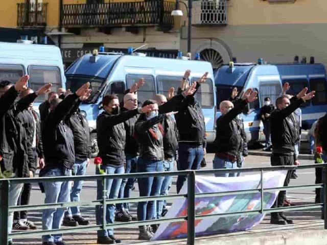 Saluti romani a Dongo per ricordare il Duce e i fascisti uccisi, lo scontro con quelli dell'Anpi