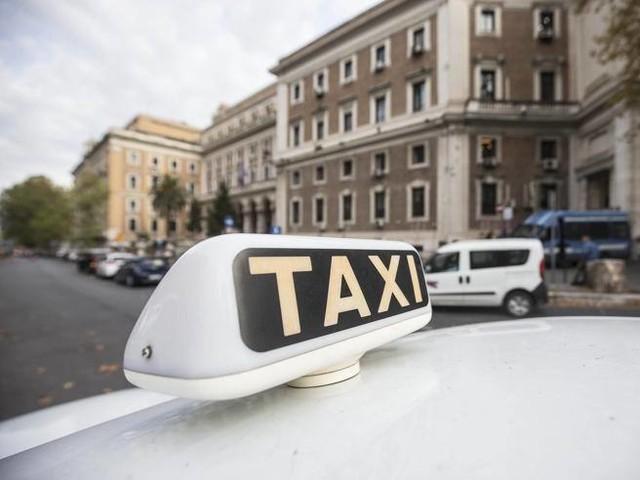Taxi a Roma, il Tar conferma delibera regionale sull'aggiornamento delle tariffe: aumento idoneo