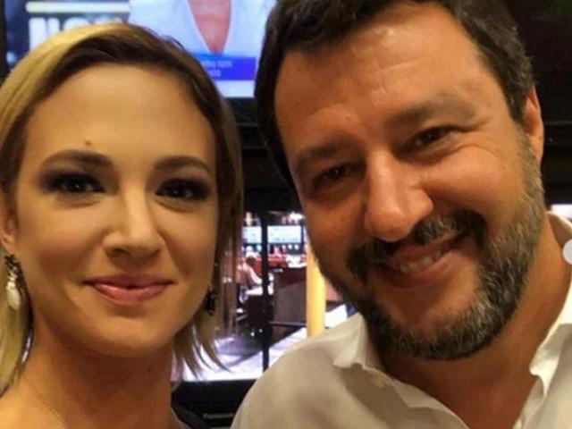 Asia Argento e Matteo Salvini dopo lo scontro a Live-Non è la d'Urso fanno pace dietro le quinte? La foto – VIDEO