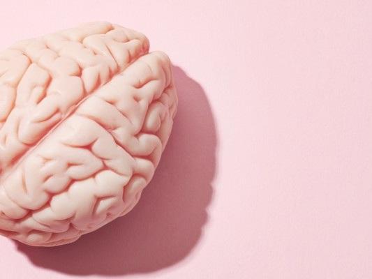 Dormire poco potrebbe aumentare il rischio di Alzheimer