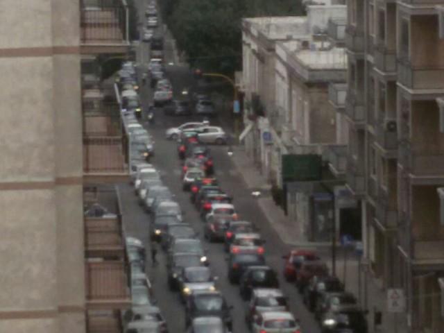 Martina Franca: mattina di ferragosto, che traffico Segnalazione di un cittadino: disagi anche per la contemporaneità di mercato settimanale e mostra dell'antiquariato