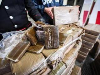 Mercato autonomo della droga: 25 arresti nel napoletano