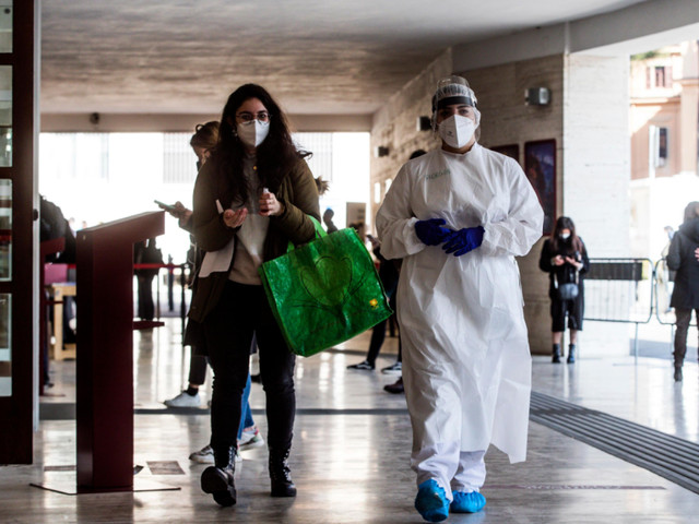 """Covid, la pandemia dilaga in Italia, aumentano i casi ed i decessi, il Cts: """"Occorre una stretta ulteriore"""""""