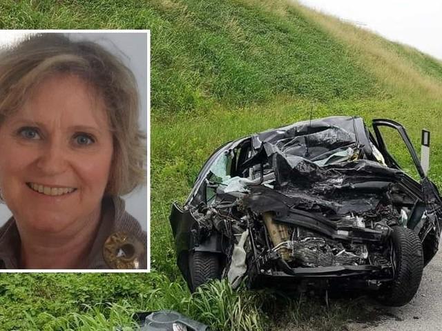 Schianto frontale tra auto e camion Muore una 61enne