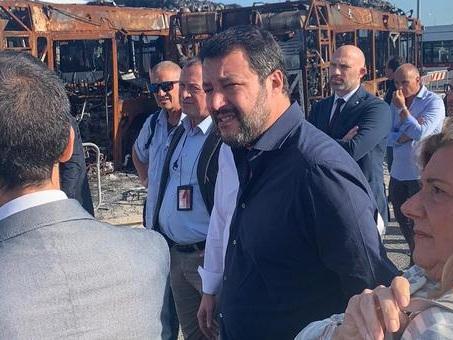 Matteo Salvini, blitz a sorpresa al deposito Atac: «Problemi figli di un'amministrazione incapace»
