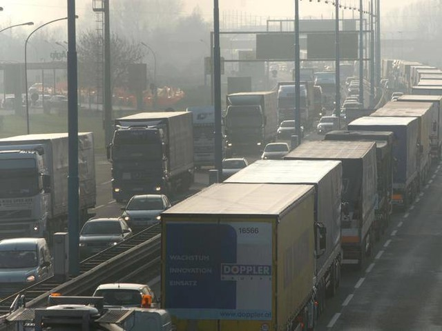 Green pass e rischio sciopero, i camionisti che fanno circolare il 90% delle merci e l'ombra del ricatto per ottenere il rinvio