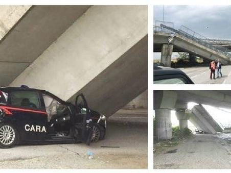 Fossano, crolla cavalcavia su auto dei carabinieri durante posto di blocco