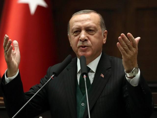 """Erdogan: """"Inaccettabili i commenti di Macron sulla Nato"""""""