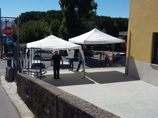 Piana, Poste Italiane fa rimuovere i gazebo installati dal comuneper gli utenti in attesa
