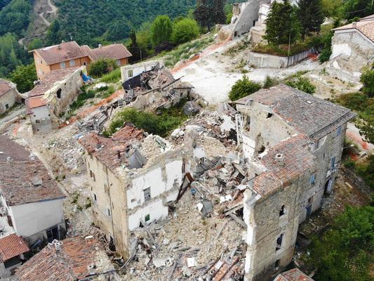 La notte di paura nei luoghi devastati dal terremoto
