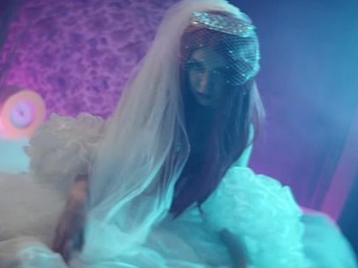 Ava Max: video, testo e traduzione di Sweet But Psyco