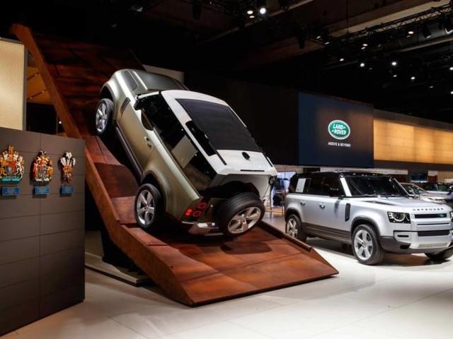 Land Rover: Defender si rinnova al Salone di Francoforte
