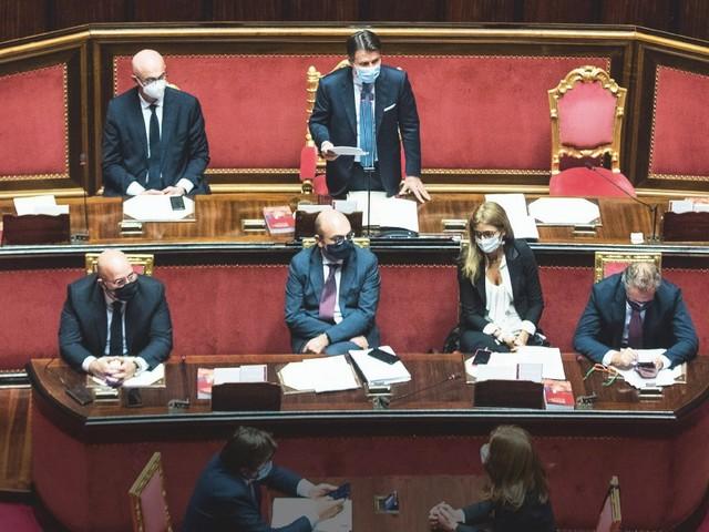 Conte in calo di consensi? Per l'editorialista del Corriere della Sera non ci sono dubbi, ma il sondaggista di via Solferino lo smentisce