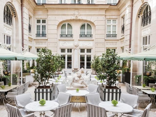 Riapre il Crillon, l'hotel più lussuoso di Parigi