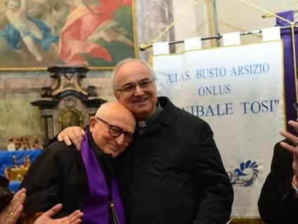 Papa Francesco benedice i presepi di Busto