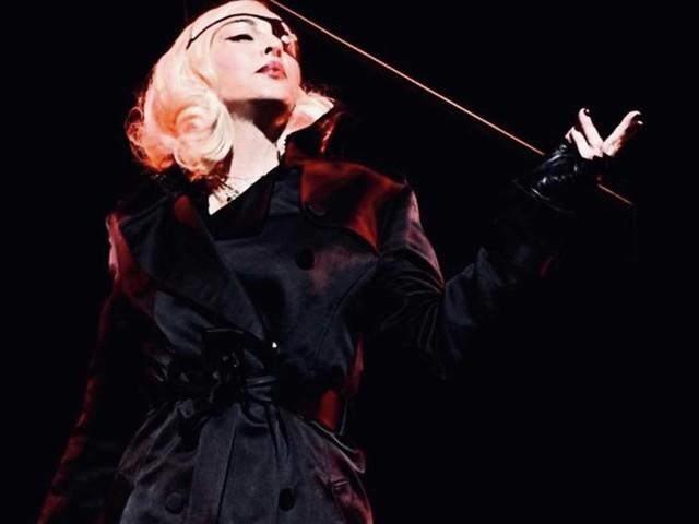 Problemi medici per Madonna, costretta a sospendere (momentaneamente) il tour