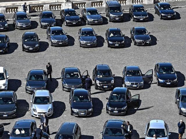 Ma in quanti salgono sulle auto blu?