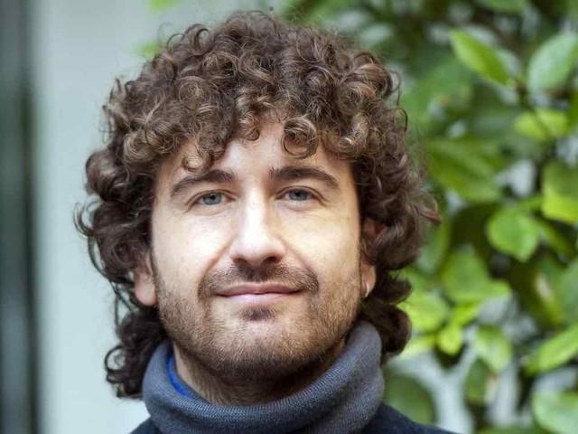 Chi è Alessandro Siani: età, carriera e vita privata dell'attore napoletano