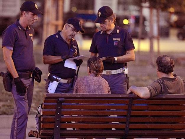Rapine e violenza in piazza Libertà: aggressori arrestati