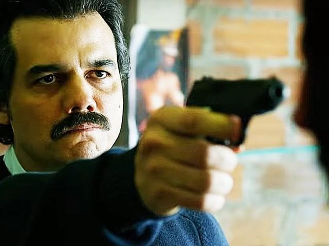 """""""La troupe di Narcos deve ingaggiare dei sicari per proteggersi. Mio fratello Pablo Escobar? Per me è ancora vivo"""""""