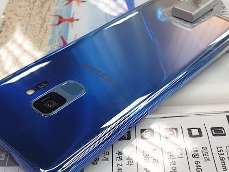 Rifacciamoci gli occhi con il Samsung Galaxy S9 Polaris Blue da oggi in Italia