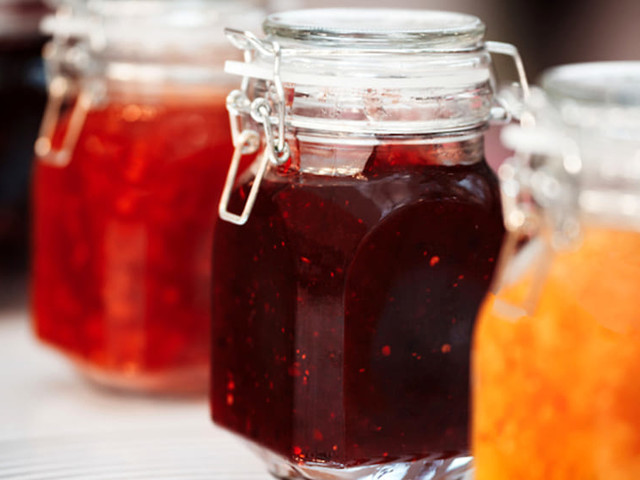 Come sterilizzare i vasetti di vetro per le conserve