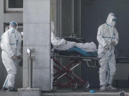 Virus cinese, Pregliasco: «I cinesi dicono poco, possibili casi anche in Italia»