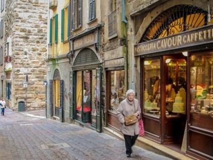 Bergamo, buche e vie dissestate «Serve una task force di stradini»