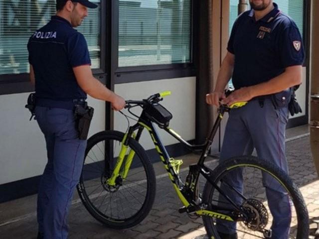 Rubava le biciclette sul lungomare di Terracina: scatta l'ennesima denuncia