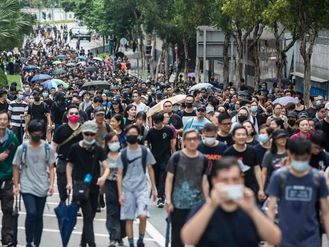 Hong Kong, dodicesimo weekend di proteste: 36 dimostranti arrestati e 15 agenti feriti