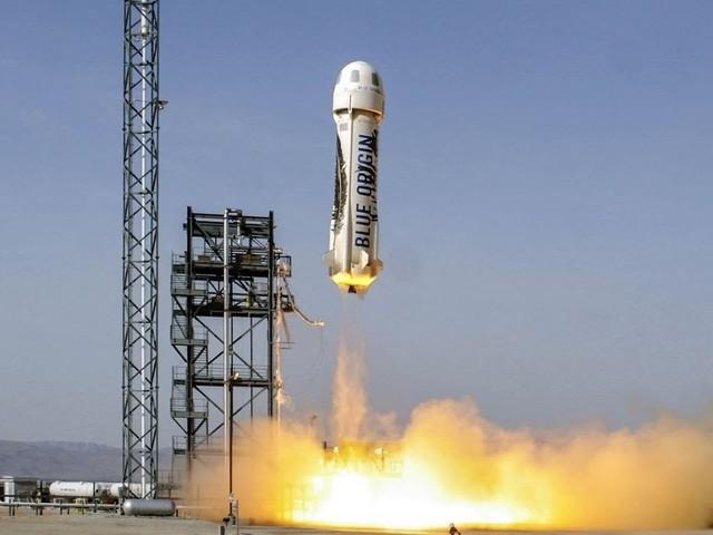 Blue Origin, rinuncia il milionario acquirente del biglietto, al suo posto un diciottenne