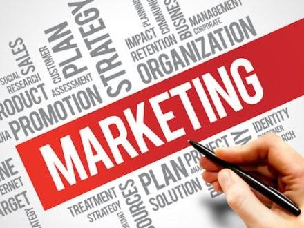 Promuovere il tuo business: dai social alla pubblicità cartacea