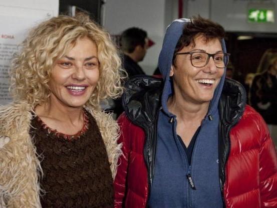 """Eva Grimaldi confessa: """"Io cresciuta coi pacchi della Caritas"""""""