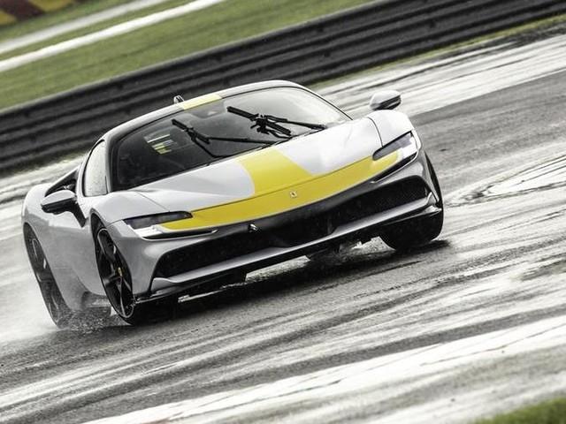 Ferrari SF90 Stradale Assetto Fiorano: la prova, verso l'infinito e oltre
