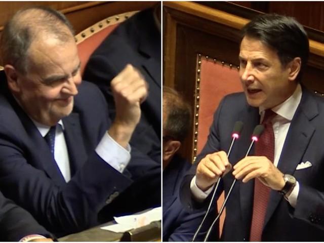 Crisi di Governo, Conte annuncia la salita al Colle. Calderoli gli fa 'ciao ciao' con la mano