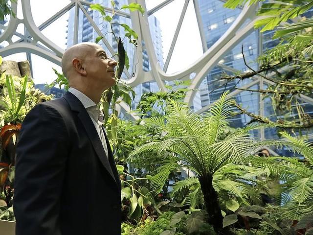 Il più ricco del mondo? Jeff Bezos Bill Gates perde un posto e i Ferrero sono nella top 40