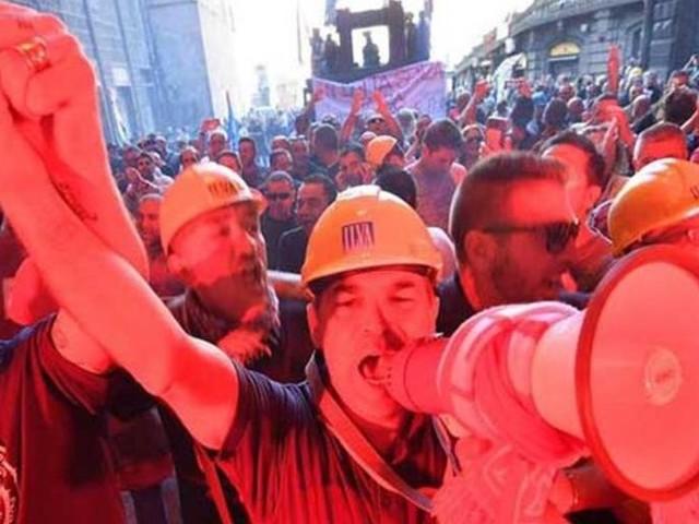 Il governo prepara un'offerta, i sindacati si mobilitano