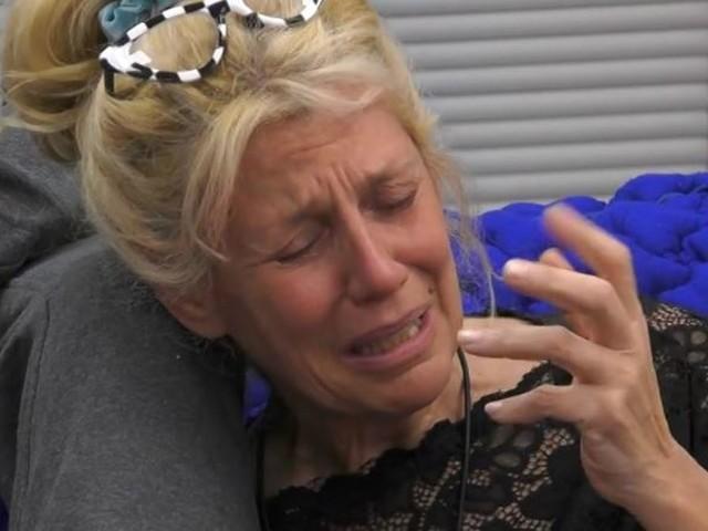 """""""Vuoi uscire?"""". E Maria Teresa crolla. La confessione in lacrime al GF Vip: cosa è successo"""