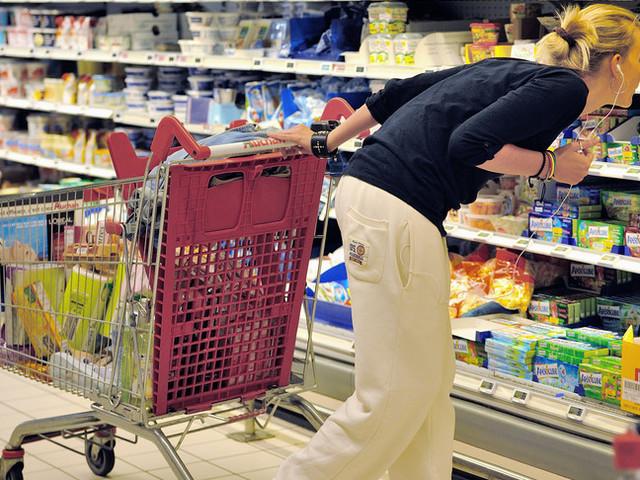 Giù le vendite a novembre, tengono solo alimentari e beni tecnologici