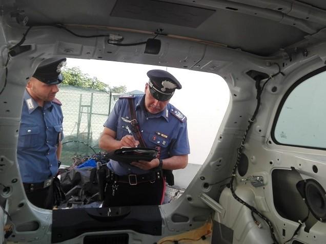 Carabinieri scoprono centrale del riciclaggio auto.